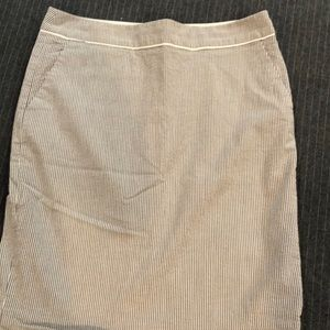 Seersucker The Limited size 8 pencil skirt.